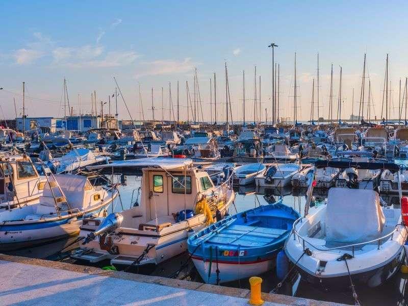 Hajóbérlés Livornoban
