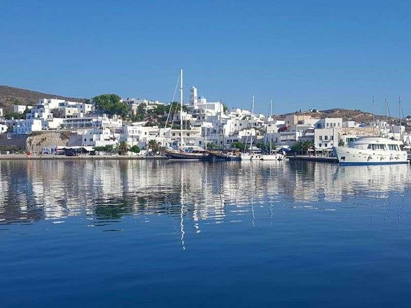 Kikötők és szigetek Milos környékén