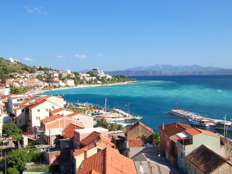 kkötők a Dubrovnikból Splitbe vezető úton
