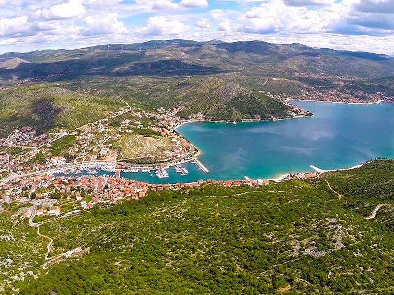 Kikötők Omiš környékén
