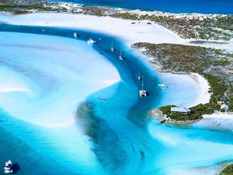 Hajózás az Exuma-szigeteken